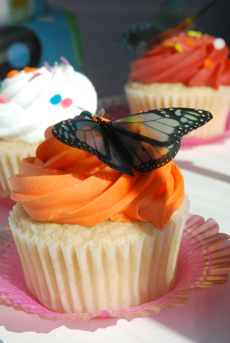 Butterfly_on_cupcake_at_the_2009_Yelp_Cupcake_Crawl.jpg